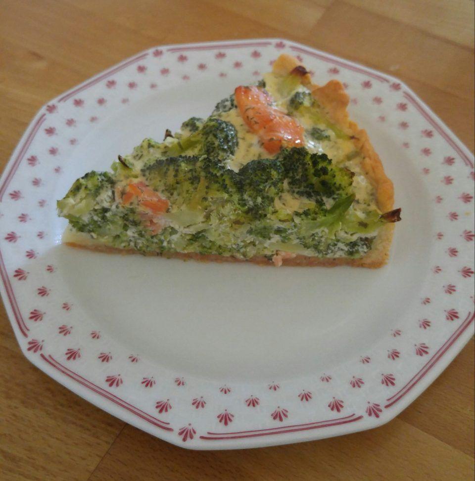 Rezept für Brokkoli Lachs Quiche mit Frischkäse - gesund und lecker!
