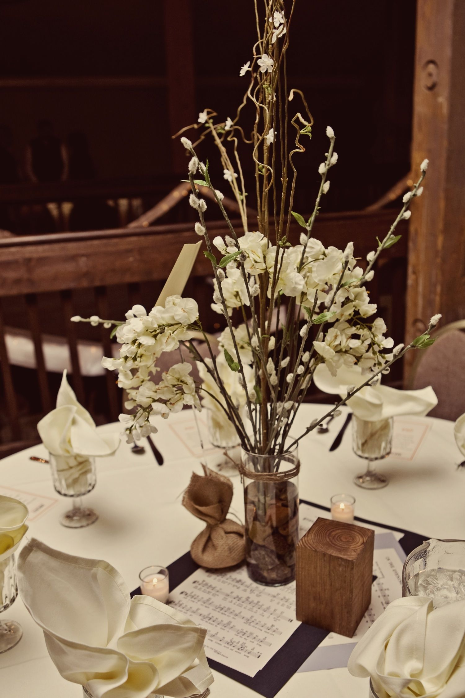 Real kansas city wedding with ivory wedding flowers and rustic real kansas city wedding with ivory wedding flowers and rustic reception decor junglespirit Image collections