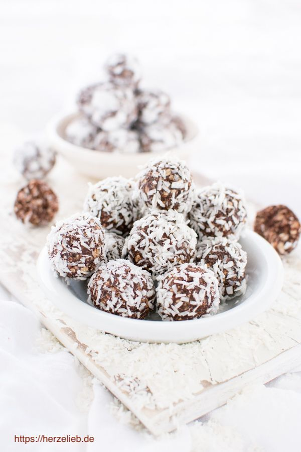 Havregrynskugler  Danish oatmeal balls biscuits  Havregrynskugler  Danish oatmeal balls biscuits