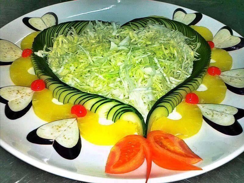 Ensalada variada verduras y pi a deliciosas ensaladas for Decoracion de ensaladas