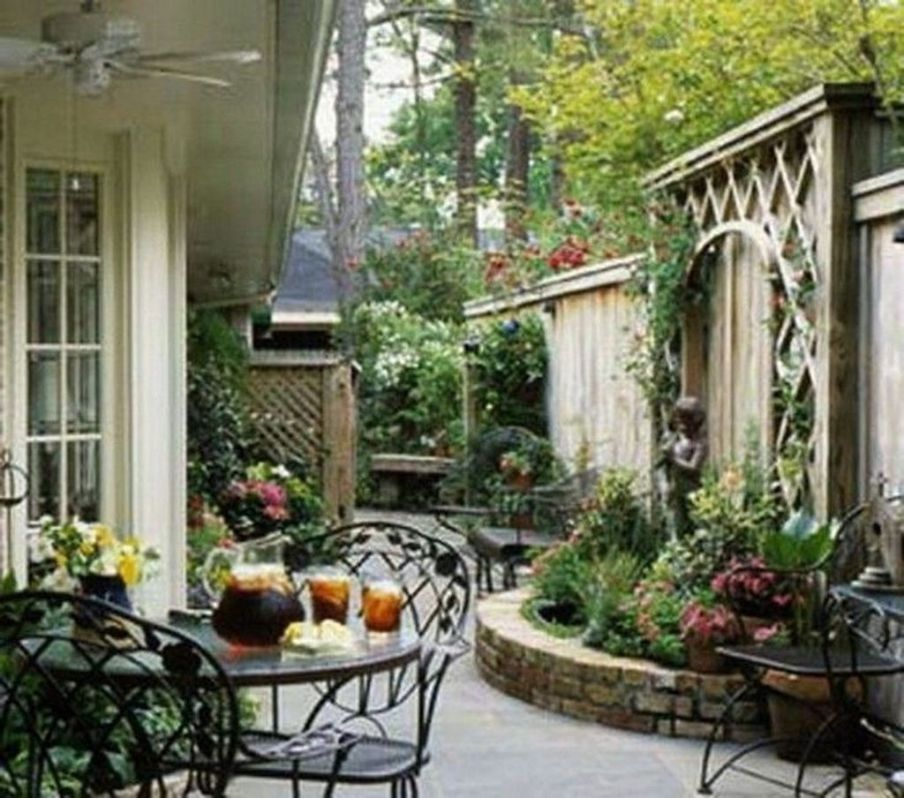 Beautiful Small Courtyard Gardens That You Definitely Want To Have Magzhome Small Courtyard Gardens Courtyard Gardens Design Small Courtyards