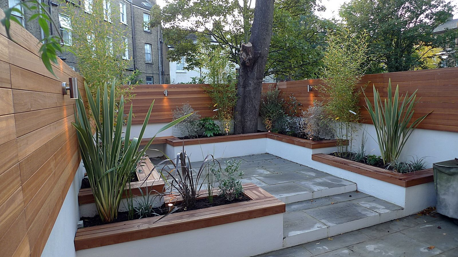 Modern courtyard bench google search courtyard for Courtyard landscaping ideas