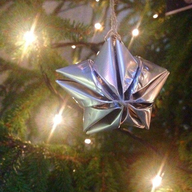 #ShareIG Saimme lukijalta mainiota joulupostia, tuikkukynttilän metalliosista taitellun tähden. Nerokas! #joulu #kierrätys #koriste #tuikku #tähti #joulukoriste #suurikasityo #christmas