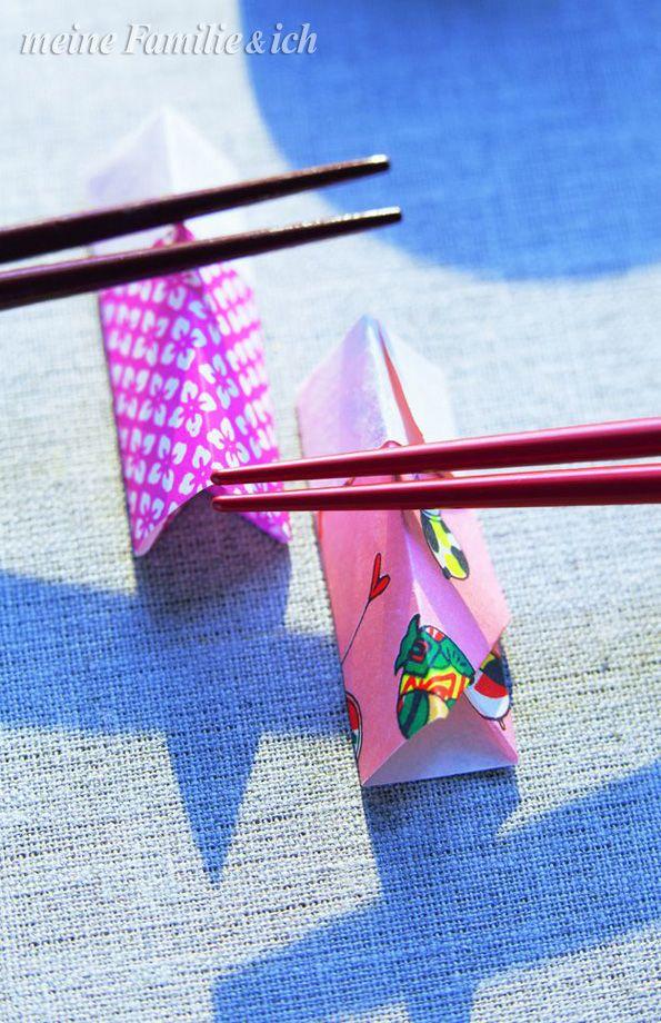 deko st bchen bank aus origami papier ca 5 x 5 cm gro e quadrate schneiden von zwei seiten. Black Bedroom Furniture Sets. Home Design Ideas