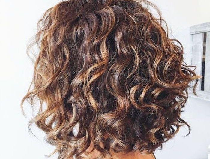 Strähnen braune locken haare mit blonden Locken strähnen