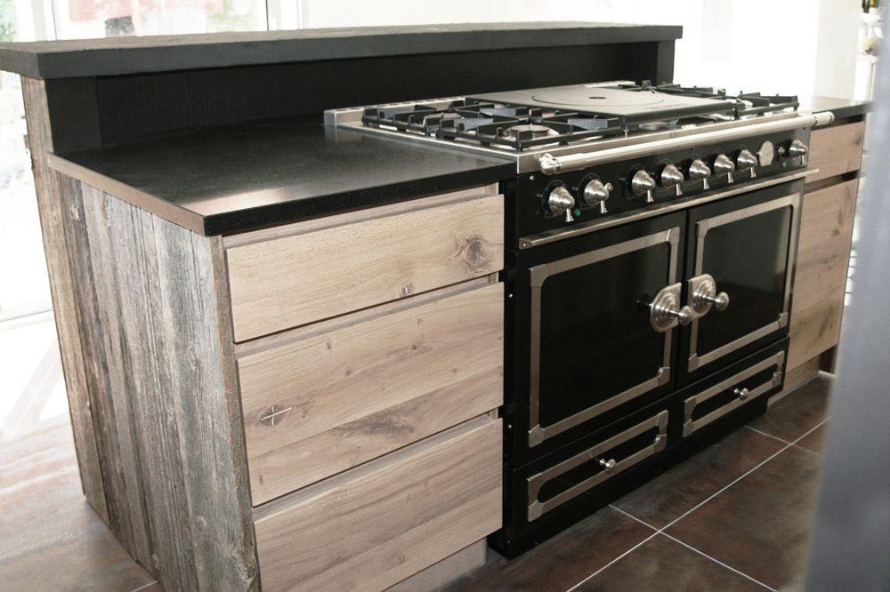 Cuisine en chene a noeuds et bois de canada la cornue for Piano cuisine bois