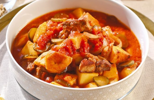 Azu is a dish from the Tatar kitchen. This dish has always been and remains a favorite in our family. Very easy to prepare. Meat and potatoes turns juicy and light taste of garlic add spice to this yummy.  #recipes #food #dinner #breakfast #lunch #azuintatar #tatar