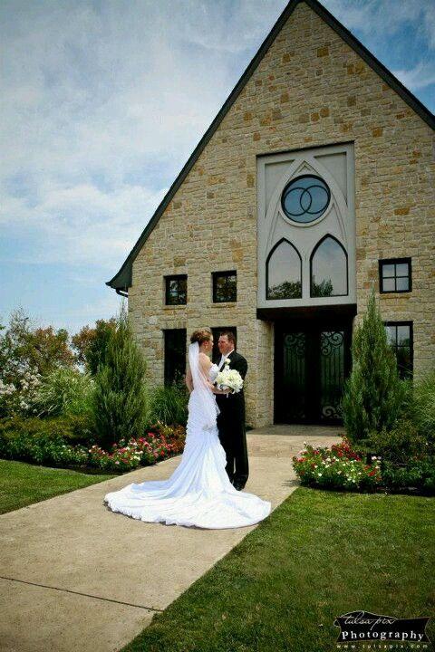 Couple on Wedding Day / Vesica Piscis Chapel | Tulsa Pix