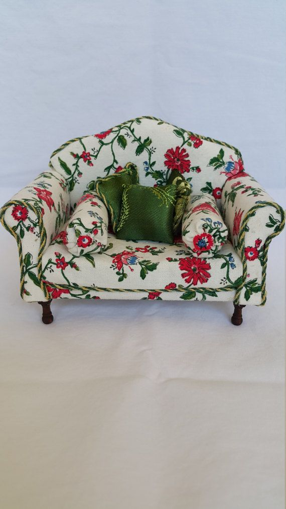 Dolls house furniture attractive 112 Scale Miniature Couch