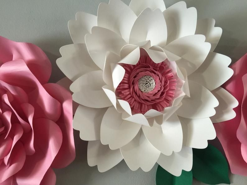 Large paper flower backdrop/paper flower wall decor/ nursery decor/ baby girl nursery decor/ baby shower backdrop #largepaperflowers
