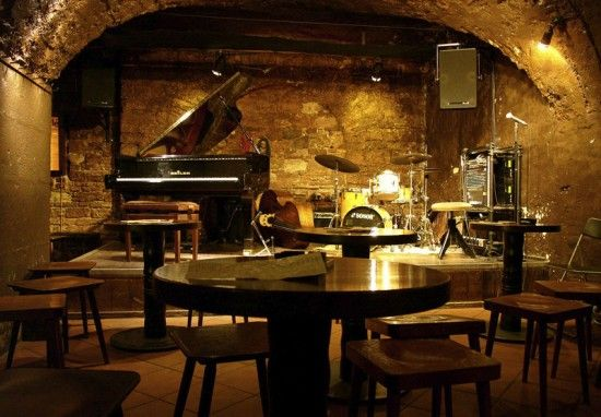 Jazz Music Let S Fall In Love With These Jazz Bars With An Art Deco Design Jazz Lounge Jazz Club Interior Jazz Cafe