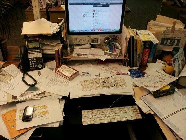 messy desks messy desk vicki desktop decor desk messy desk rh pinterest com