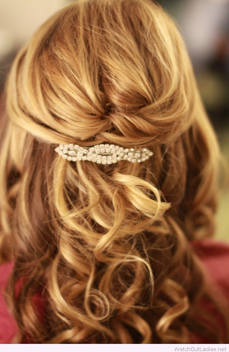 Half Up Half Down Hair With Curls Medium Length Hair Styles Mother Of The Bride Hair Wedding Hairstyles For Medium Hair