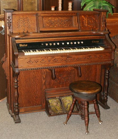 350 Windsor Chicago Antique Pump Organ Pick Up Only