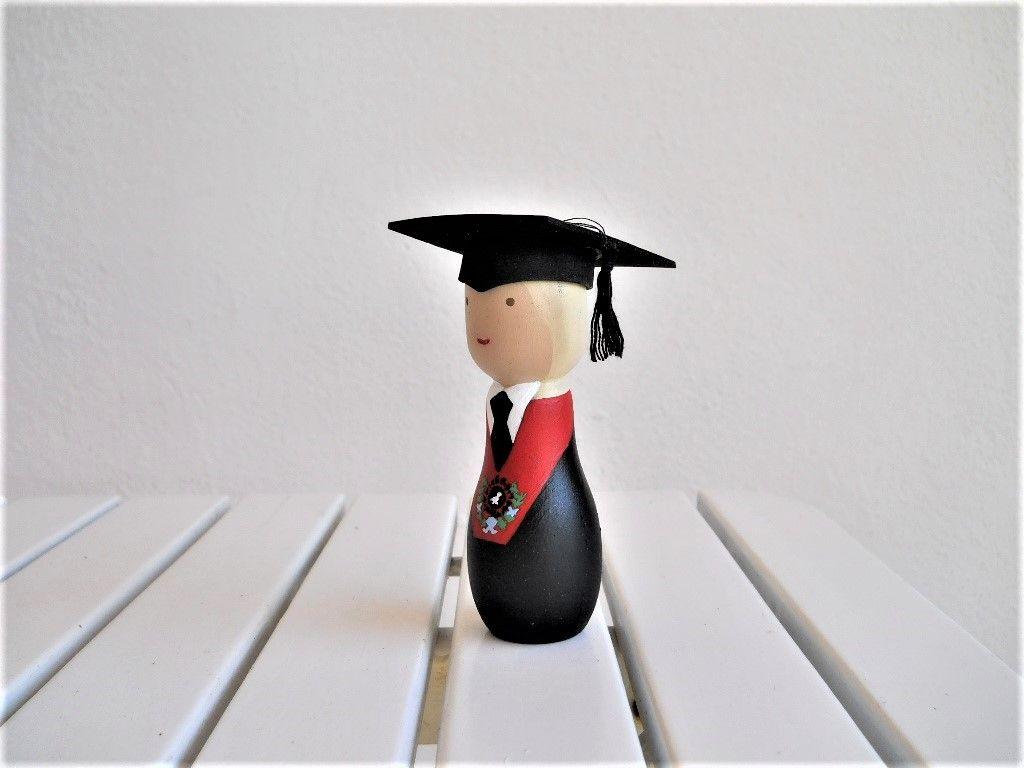 Graduados universitarios o de bachillerato de cualquier edad