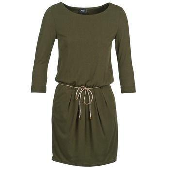 Vila imagina este vestido corto para satisfacer a las fans de la moda más exigentes. Su color verde y su composicion en poliéster (65%) y viscosa (35%) , le hacen una prenda muy actual. ¡Perfecto para que luzcas tu piernas bronceadas! #vestidos #moda #chica #mujer #spartoo  http://www.spartoo.es/Vila-VIVINE-x972072.php