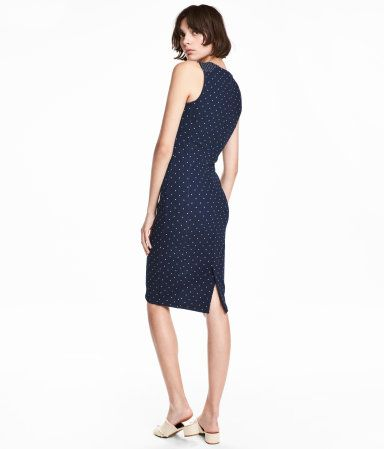 Dark blue/dotted. Knee-length dress in thick, crêped jersey with a printed pattern. Slit at back.