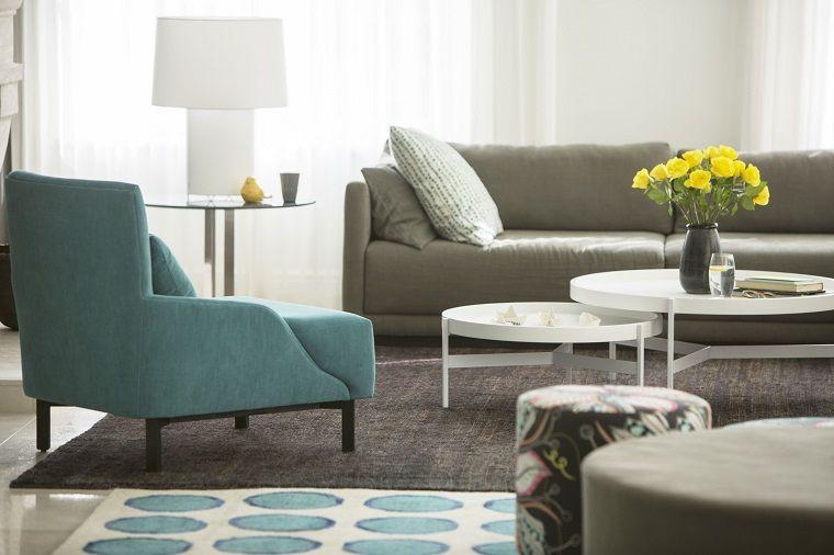 Mobili soggiorno nella tonalità di colore grigio, tavolini bassi ...