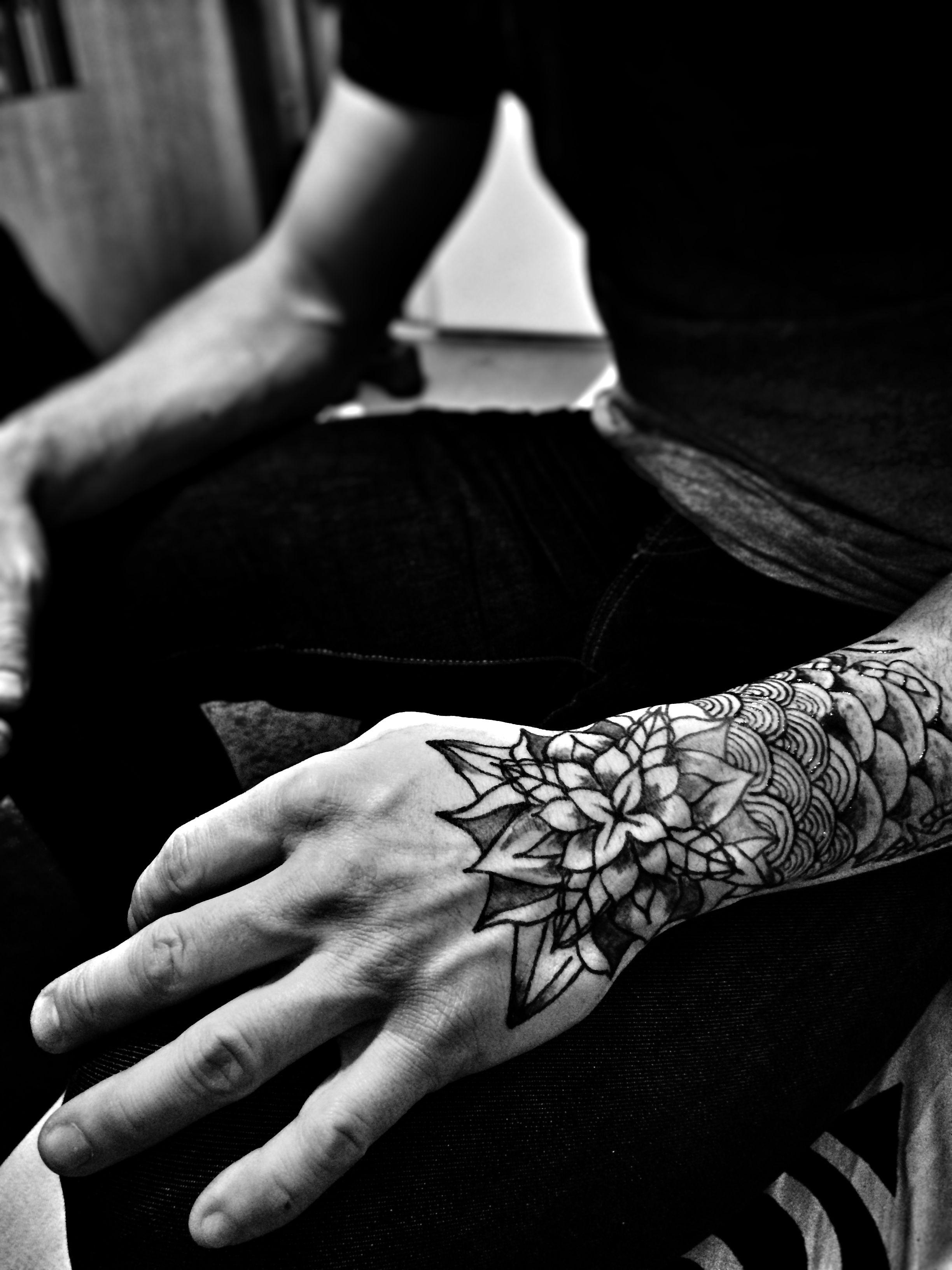 tatouage mandala main homme encre jagua temporary tattoo. Black Bedroom Furniture Sets. Home Design Ideas