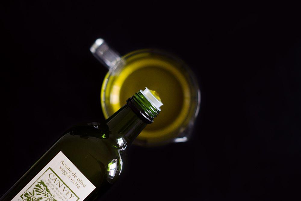 Tortas de aceite mit Olivenöl, Anis und rotem Pfeffer von Hagen Grote*