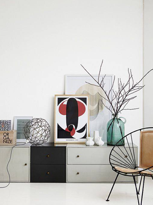 Versier je huiskamer met een flesvaas | 365 Woonideeën