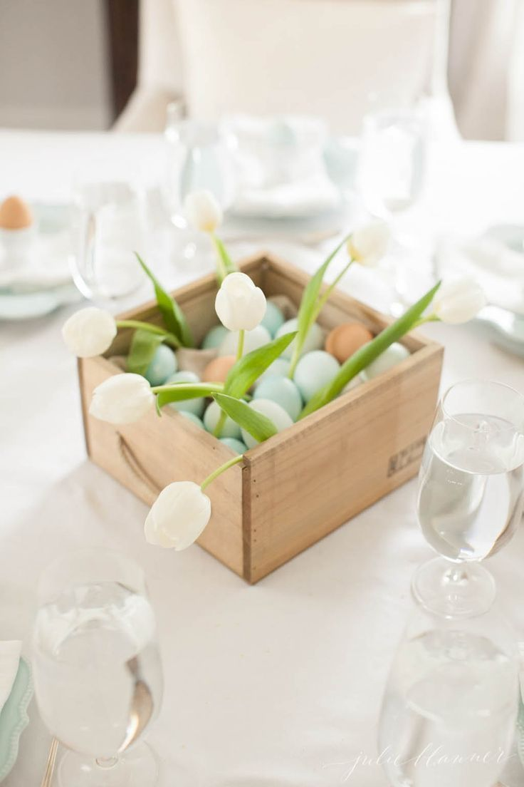 7 Beautiful Easter Flower Ideas #easter #table setting #brunch ...