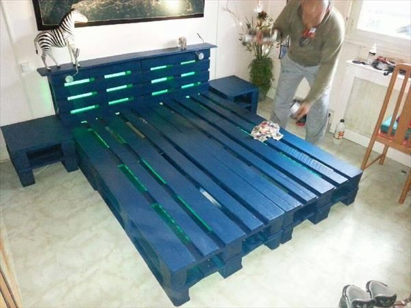 Diy wooden pallet bed with lights pallet bed frames bed for Pallet bed frame with lights