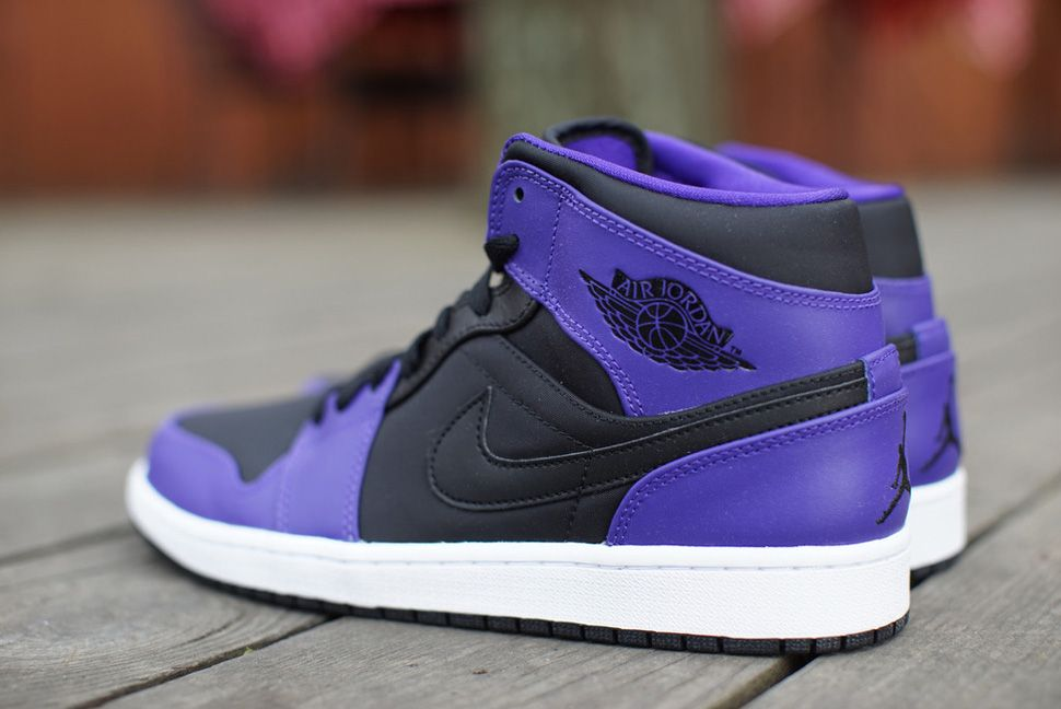 finest selection 956f2 4c759 Air Jordan 1 Mid Black   Dark Concord (Detailed Pics)