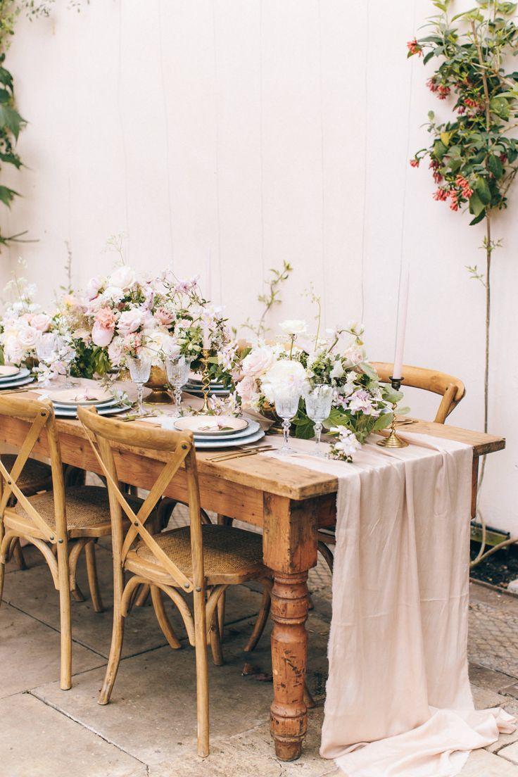 Hochzeit Tablescape Blush Pink Botanical Inspiration Shoot At Sezincote Hochzeit Gedecke Altrosa Hochzeit Hochzeit Tischlaufer