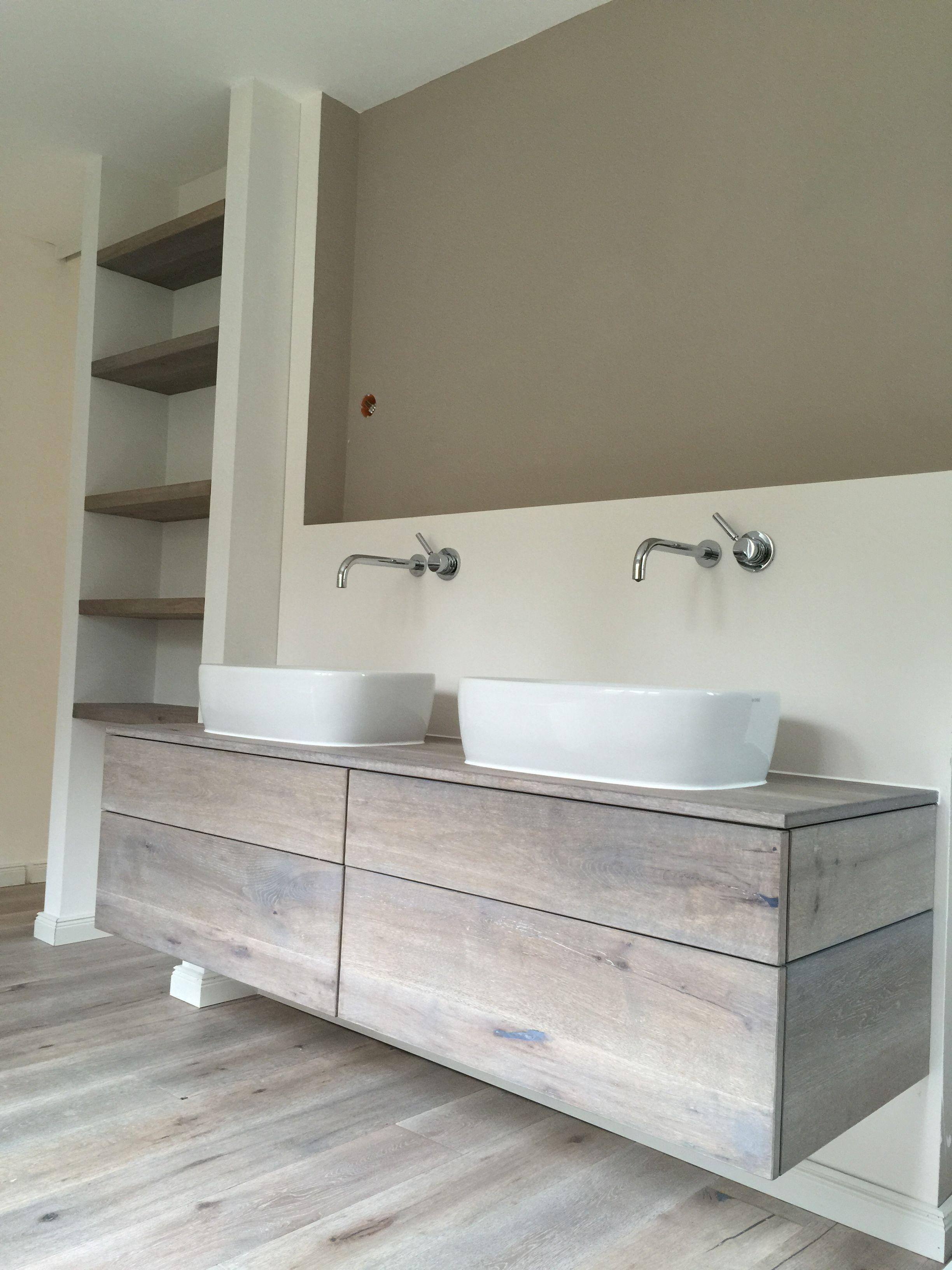 Waschtischunterschrank in eiche massivholz vintage look for Waschtischunterschrank holz