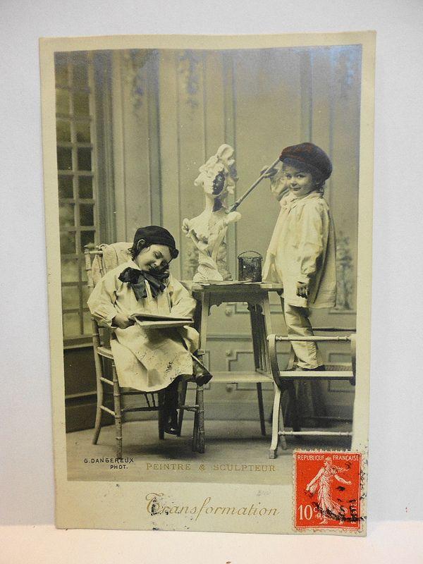 Cartolina d'epoca: pittrice e scultore