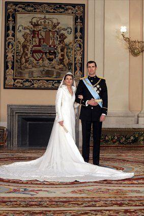 el diseño más famoso de pertegaz: el vestido de boda de letizia