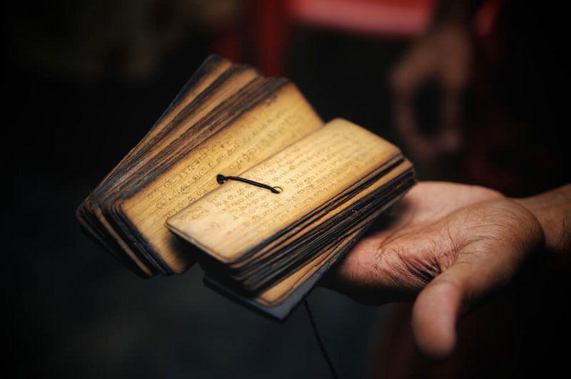 Санскритолог Дурга Прасад Шастри: Вы говорите на измененной форме санскрита!