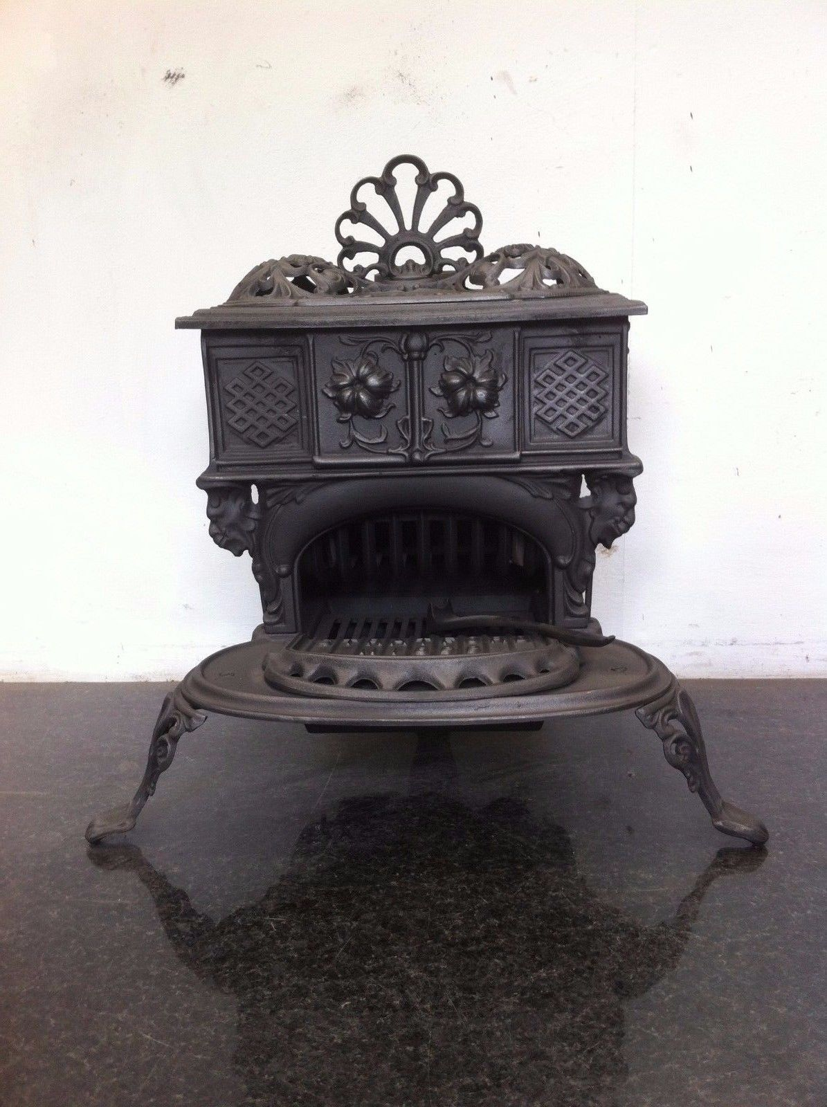 Antique Victorian Gypsy Queenie Stratford Small Cast Iron