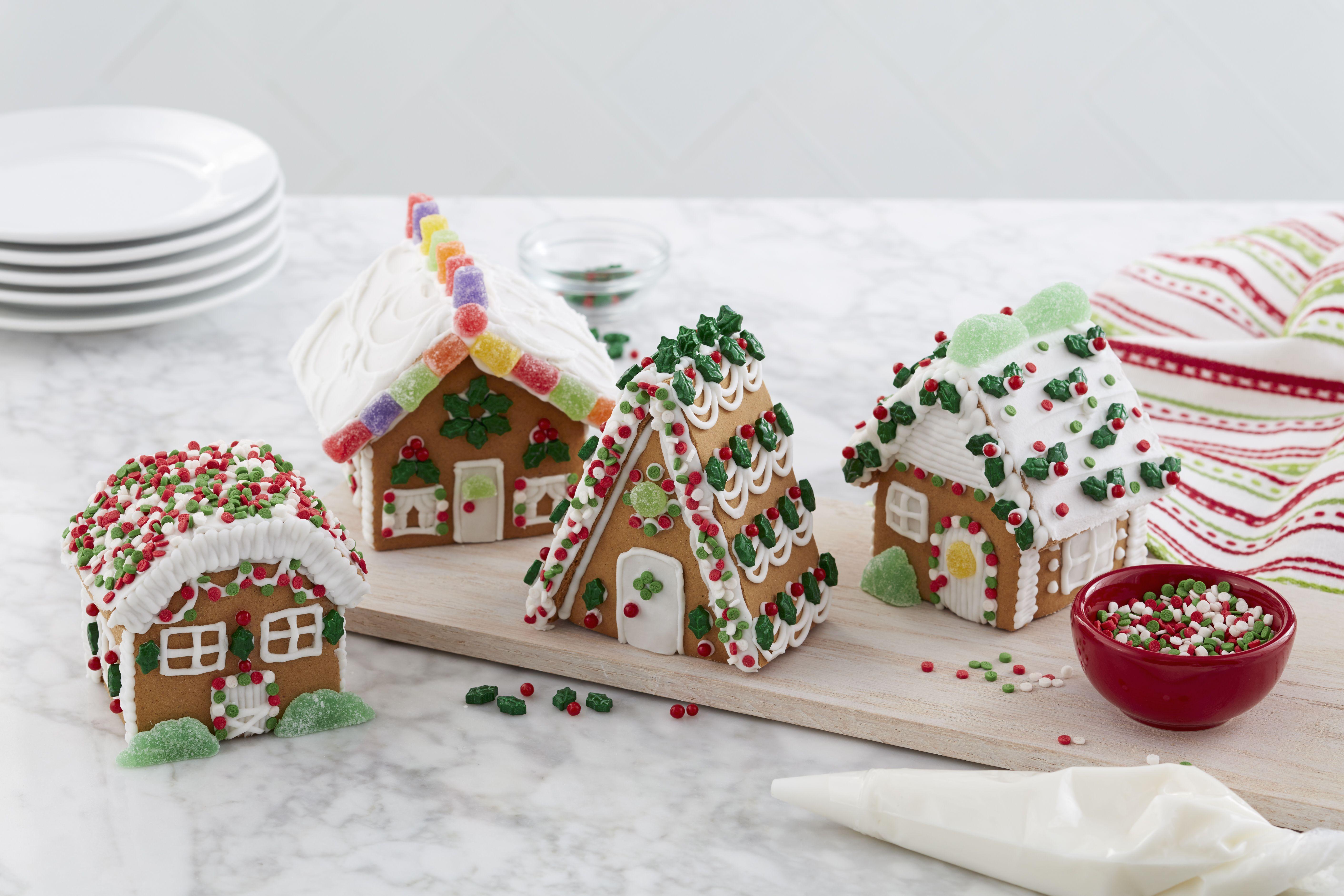 Wilton Build it Yourself Holiday Fun Gingerbread Mini