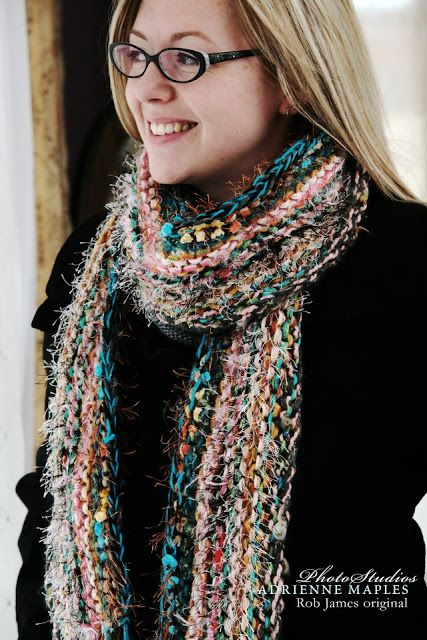 b8573ee1bd1 An easy free pattern to knit a cute and funky scarf.