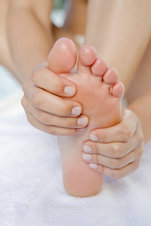 Geschwollene Beine Und Fusse Ursachen Und Abhilfe Geschwollene Beine Fusse Massieren