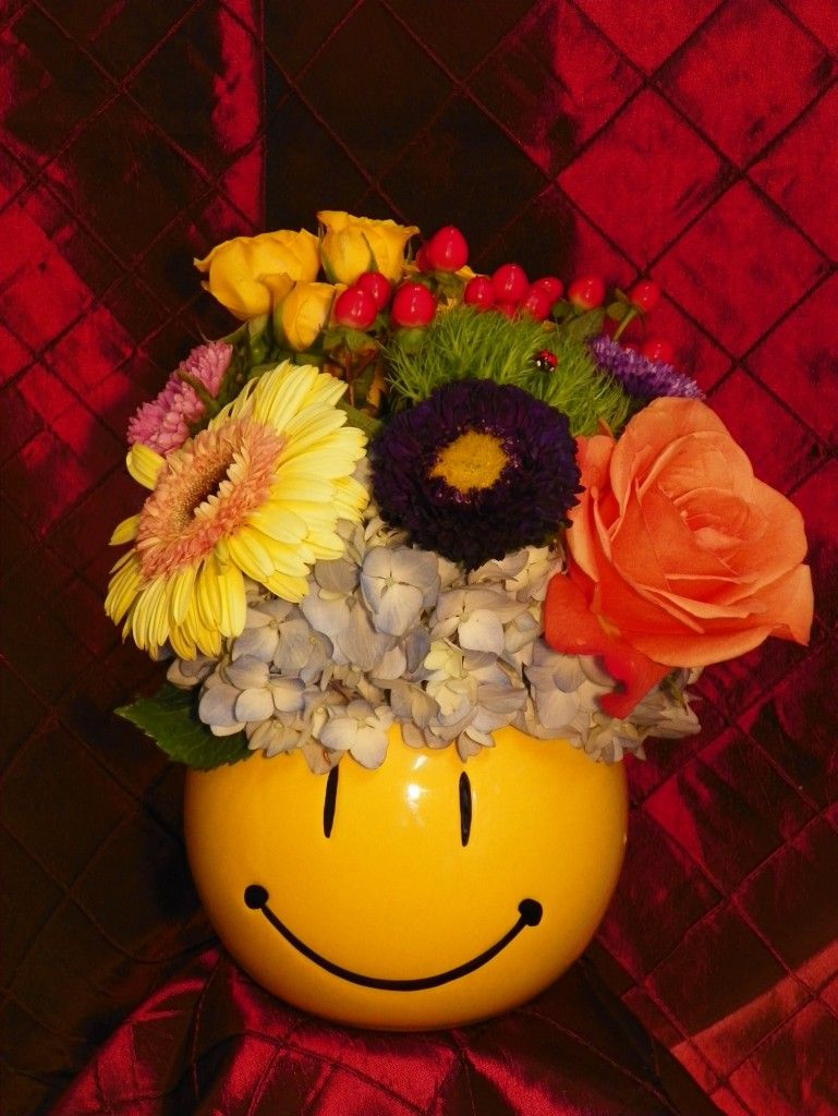 The happy daze bouquet perfect to pick up the spirits for someone the happy daze bouquet perfect to pick up the spirits for someone of any age seasonal flowerssmiley facesthe izmirmasajfo