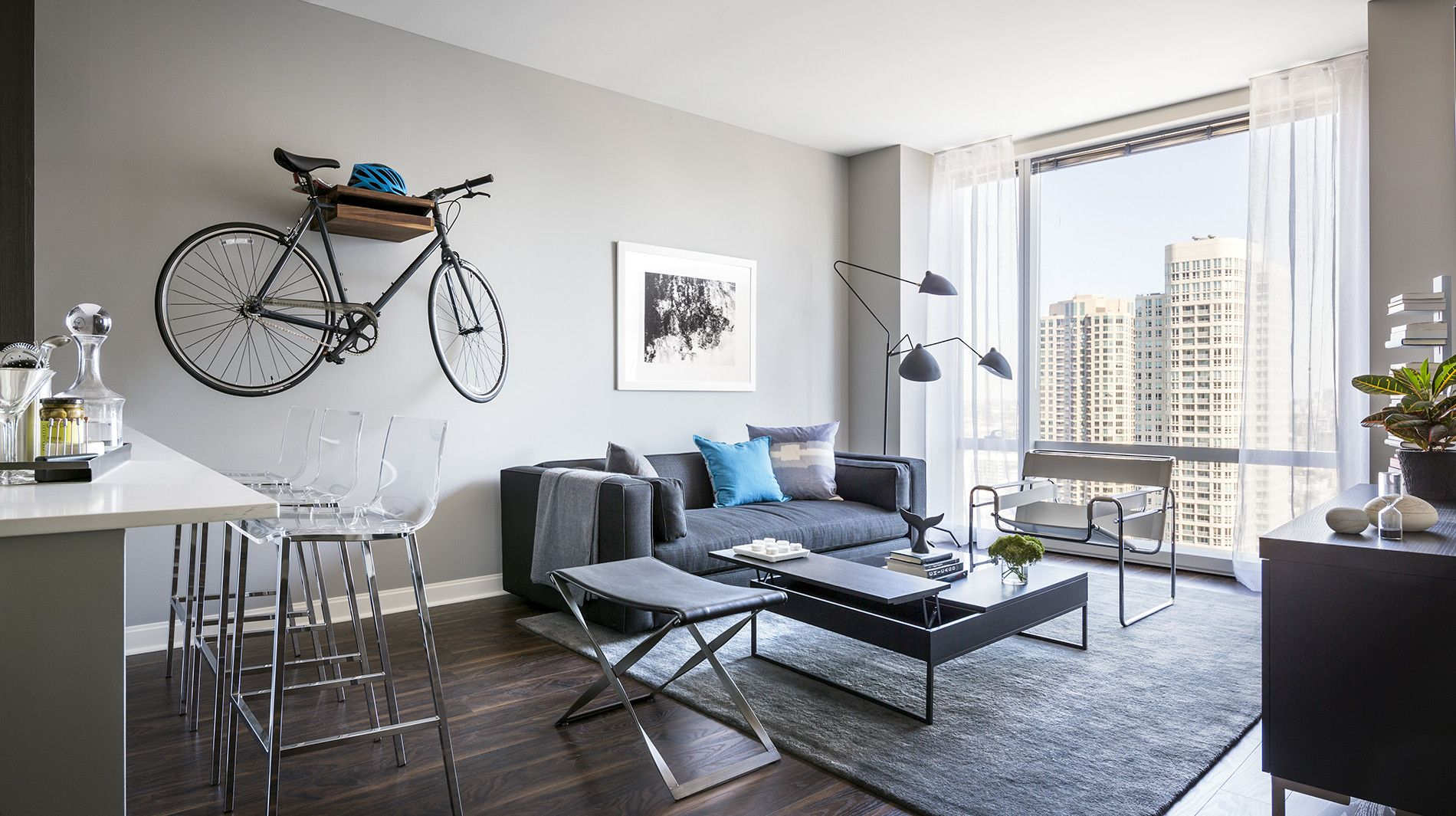 A living room with soaring style at Chicago\'s luxury apartment ...