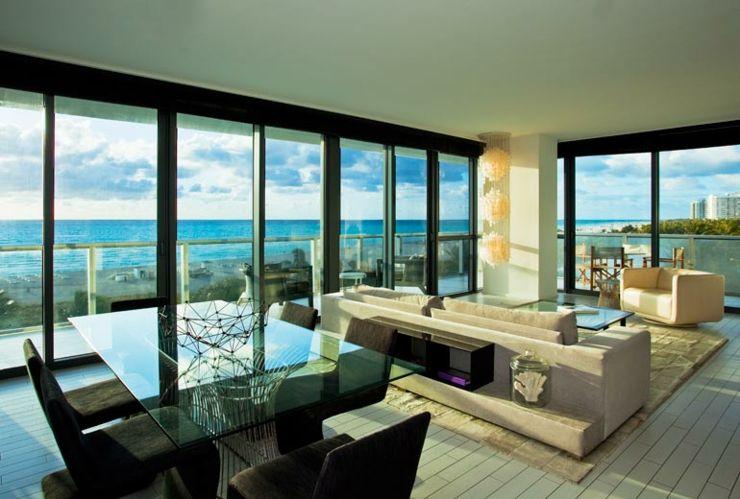 Salón enorme de suite lujosa del hotel en Miami Beach | salones ...