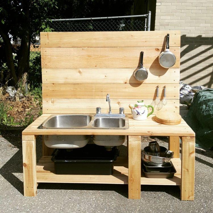 #Matschküche bauen für den #Kinder #Spielplatz im #Garten #palettengarten
