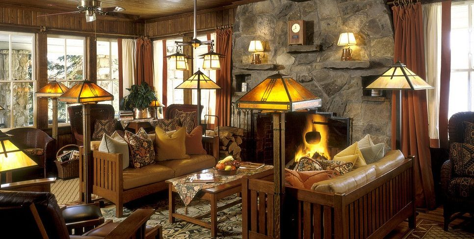 Overlooking Deep Creek Lake Is Lake Pointe Inn, A Rustic And Charming  Maryland Bed And