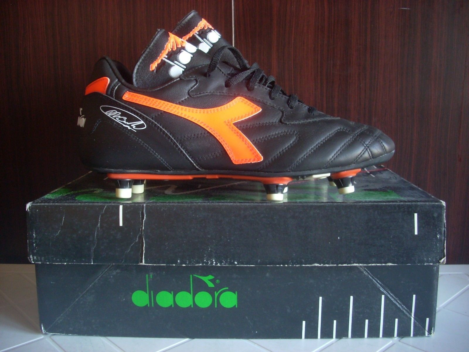 timeless design 4741d 23e58 DEADSTOCK DIADORA FOOTBALL BOOTS VAN BASTEN MILAN HOLLAND ITALY 90 41  ORANGE VTG   eBay