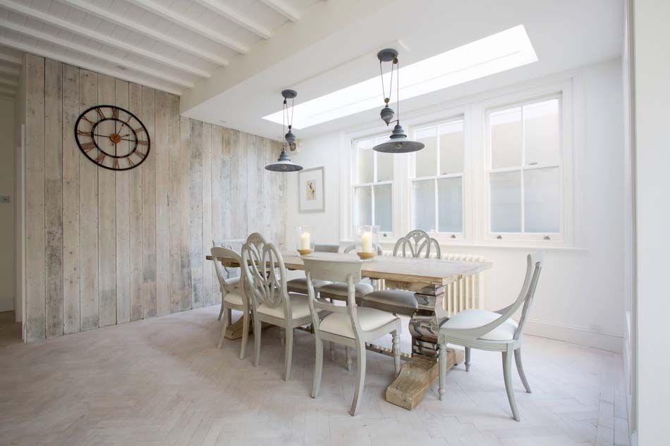 Les chaises dépareillées qui égayent lu0027ambiance de la salle à manger - modele de salle a manger design