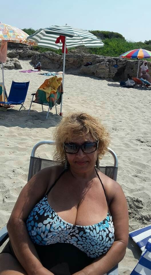 Raveena tondon boob