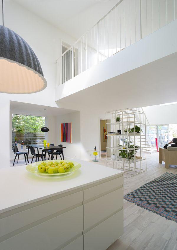 L\'interno della Casa-Container finita / Vista cucina e soggiorno ...