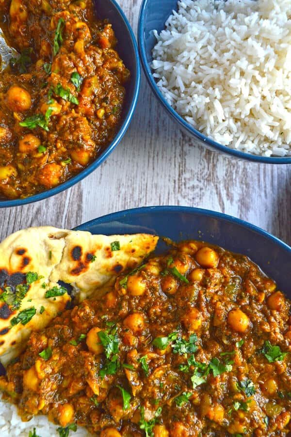 Chickpea Spinach Curry (Chana Palak Masala) - The Fiery Vegetarian