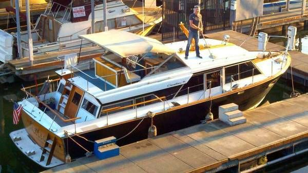 36 ft Chris Craft Cavalier tri-cabin, Perfect Liveaboard