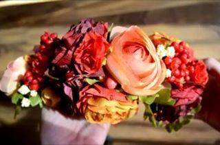 Chytila ma tvorivá chvíľa... aneb takto to dopadne ak niekomu niečo idem spraviť na želanie ;) #handmade #handmadebyzuzu #headpiece #headband #diy #flowers #floral #creativetime #dnestvorim #kvetinovyvencek #mojatvorba #kreativita #zajedenden #tvorivyden
