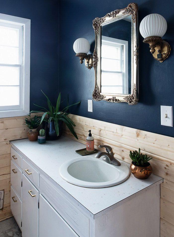 Navy paint and wood accents House Crush Pinterest Salle de